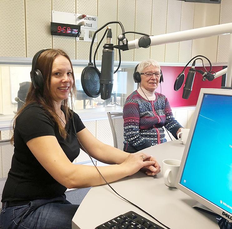 Forsker Inger Marie Holm og Bitten Barman-Jenssen i studio