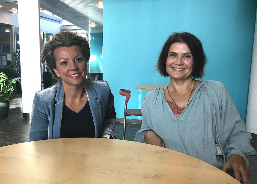 Seniorforskerne Line Lundvoll Warth (t.v) og Kari Dyb forsker på bruken av kjernejournal i helsetjenestene. Foto: Lene Lundberg