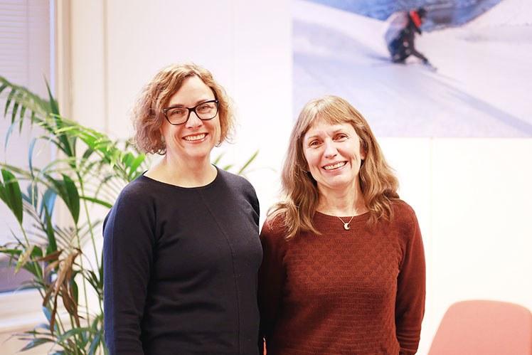Forskerne Anne Gerd Granås og Monika Johansen jobber med området digital legemiddelhåndtering. Foto: Jarl-Stian Olsen