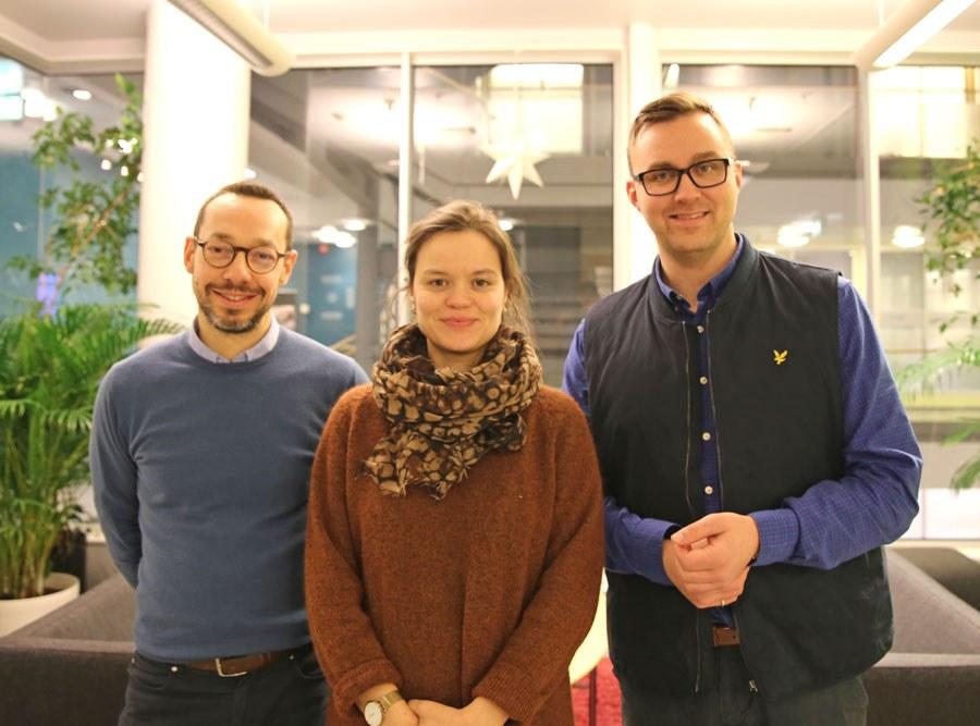 Fra venstre: Paolo Zanaboni, Eli Kristiansen og Asbjørn Johansen Fagerlund i Nasjonalt senter for e-helseforskning. Foto: Lene Lundberg