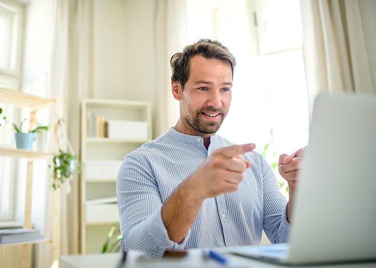Digitale møter betyr lavere terskel for å bli med fordi man kan sette av mindre tid. Det krever ikke mye å «stikke innom» et digitalt møte. (Illustrasjonsfoto: Colourbox)