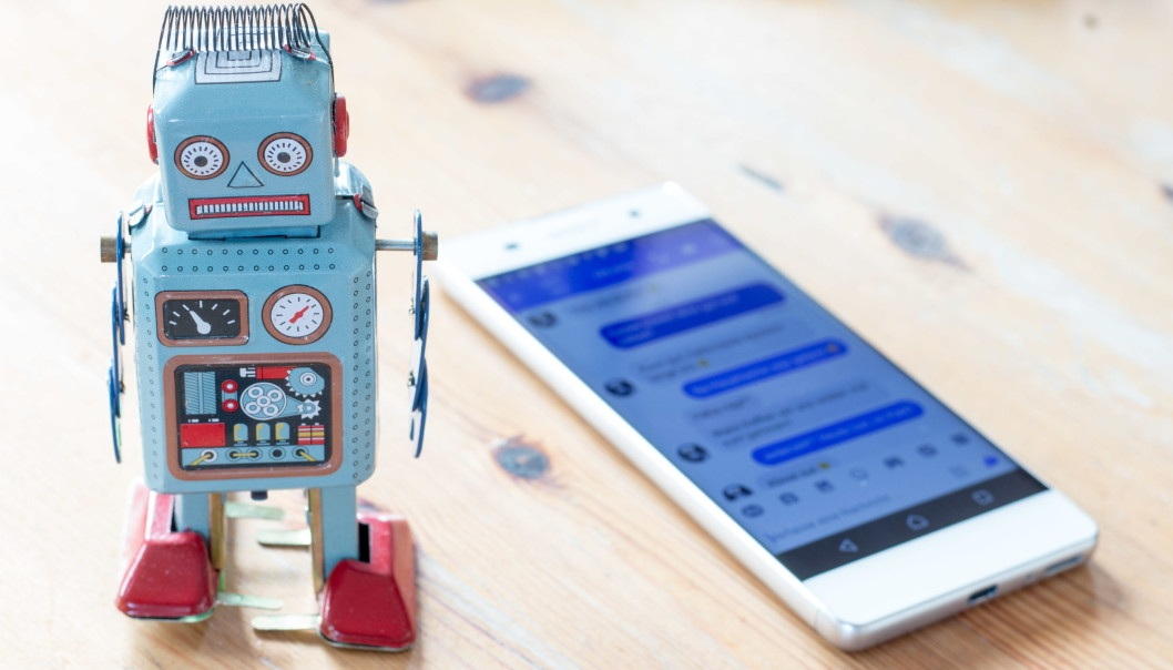 – A chatbot in social media can send you a message encouraging you to exercise, says Dillys Larbi from the Norwegian Centre for E-health Research. (Illustration photo: Colourbox)