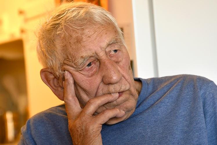 Jarle Harald Hansen er 79 år og har fått oppleve norsk helsetjeneste fra sin aller beste side. Det som kunne blitt en slitsom kamp mot systemet, ble en tilrettelagt og smidig rekonvalesens. Foto: Rune Stoltz Bertinussen.