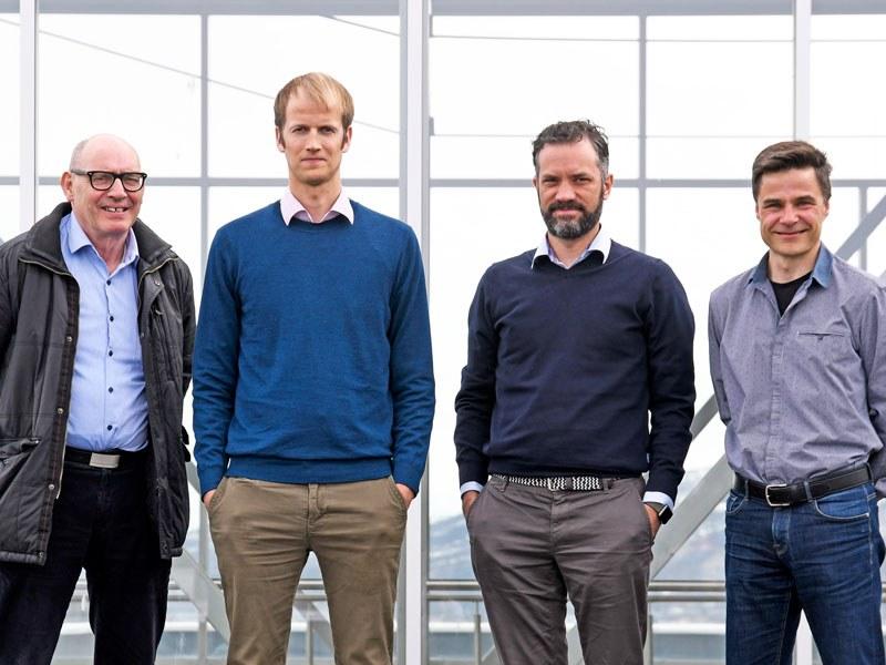 Det tette samarbeidet mellom disse fire mennene og de tre institusjonene kan gi helsetjenesten nye verktøy for bedre pasientsikkerhet.
