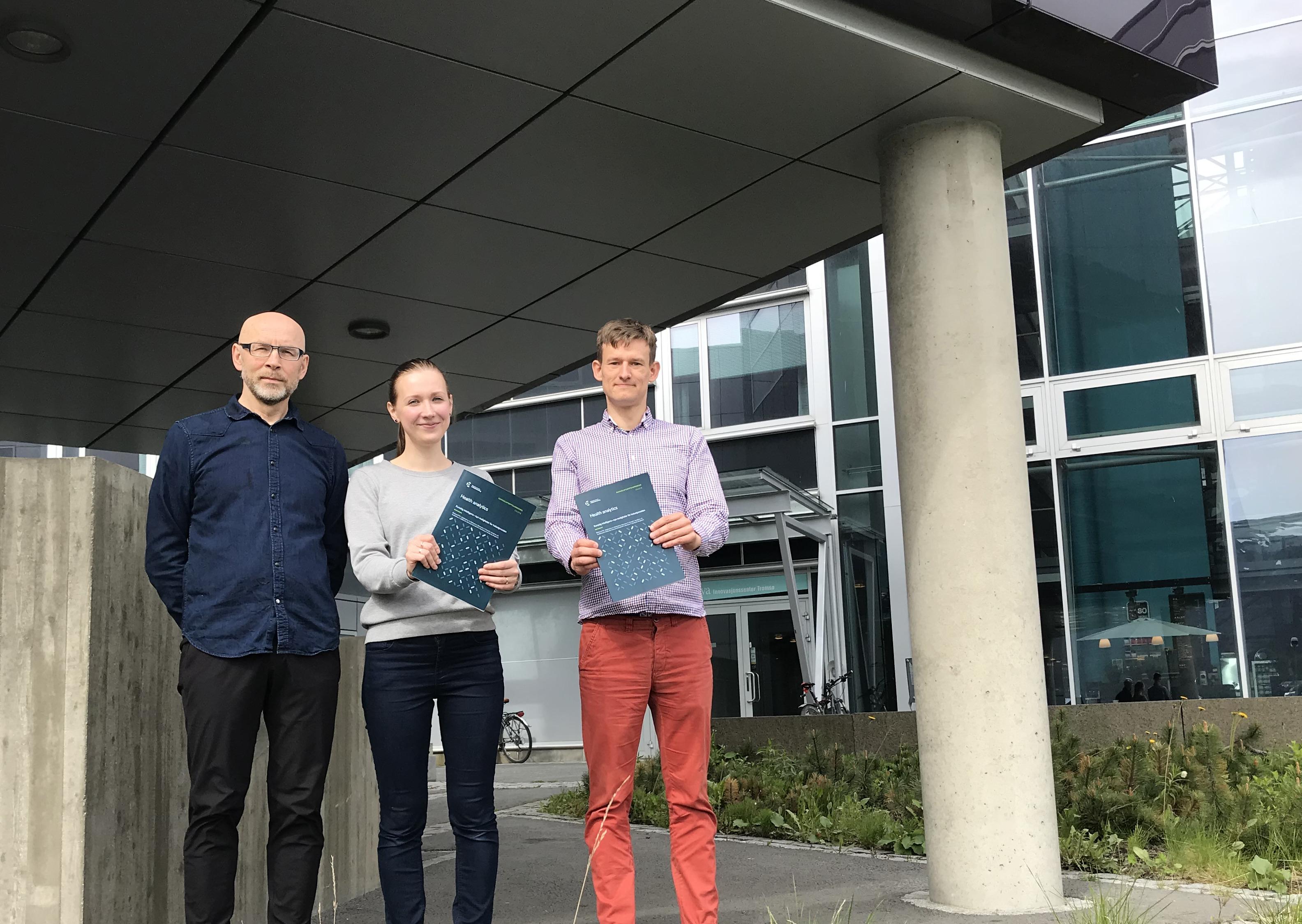 Fra venstre: Per Atle Bakkevoll (prosjektleder og seniorrådgiver), Alexandra Makhlysheva (rådgiver) og Andrius Budrionis (postdoktorstipendiat). Foto: Lene Lundberg