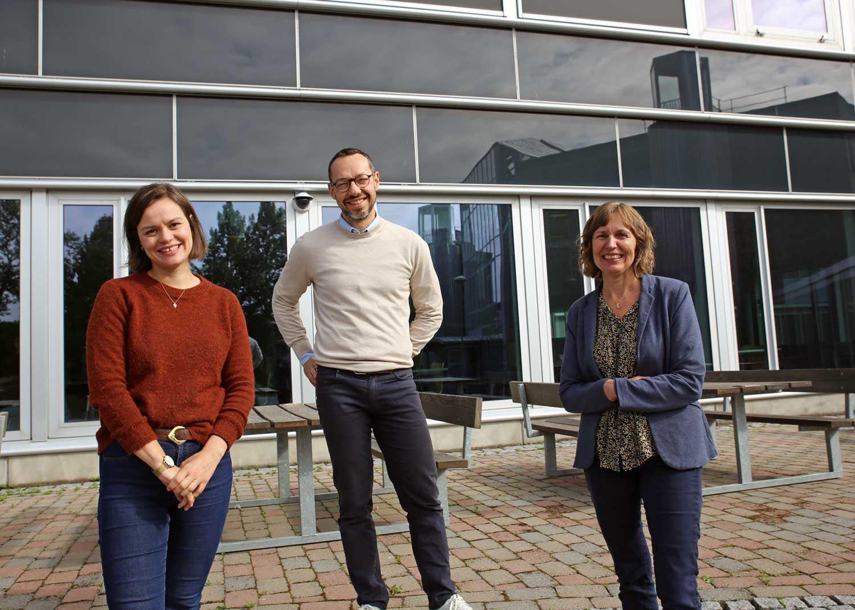 Fra venstre: Eli Kristiansen, Paolo Zanaboni og Monika Johansen ved Nasjonalt senter for e-helseforskning. Foto: Lene Lundberg