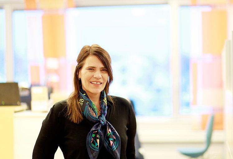 Avdelingsleder Siri Bjørvig har i mange år jobbet internasjonalt og med EU-prosjekter. Hun ser fram til å få en søknadskoordinator på plass. Foto: Jarl-Stian Olsen