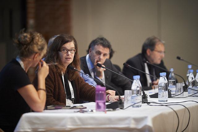 Line Linstad, nestleder for Nasjonalt senter for e-helseforskning, under fjorårets paneldebatt på ETC. Foto: Ard Jongsma, WHINN